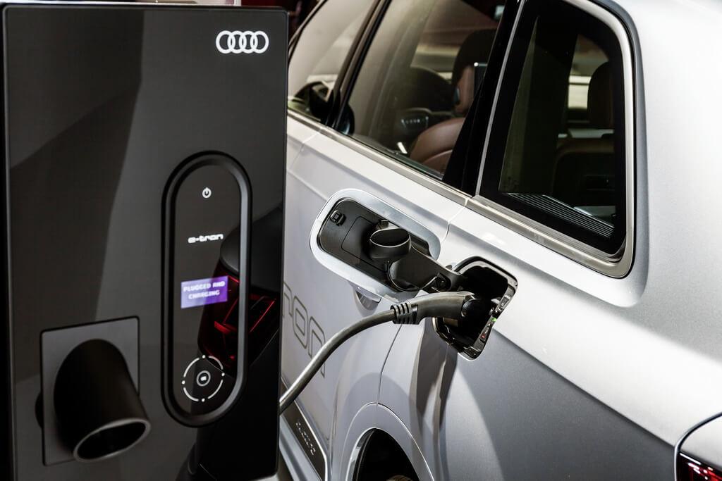Фотография экоавто Audi Q7 e-tron Quattro - фото 27
