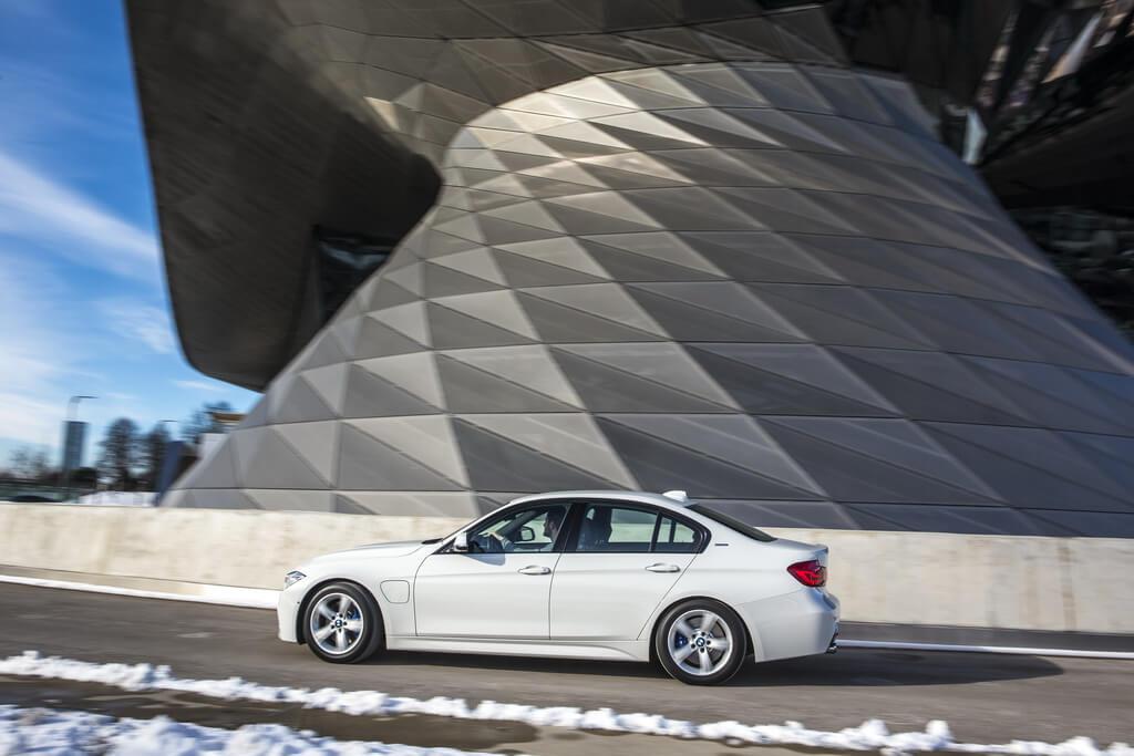 Фотография экоавто BMW 330e iPerformance - фото 3