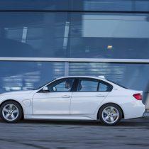 Фотография экоавто BMW 330e iPerformance - фото 4