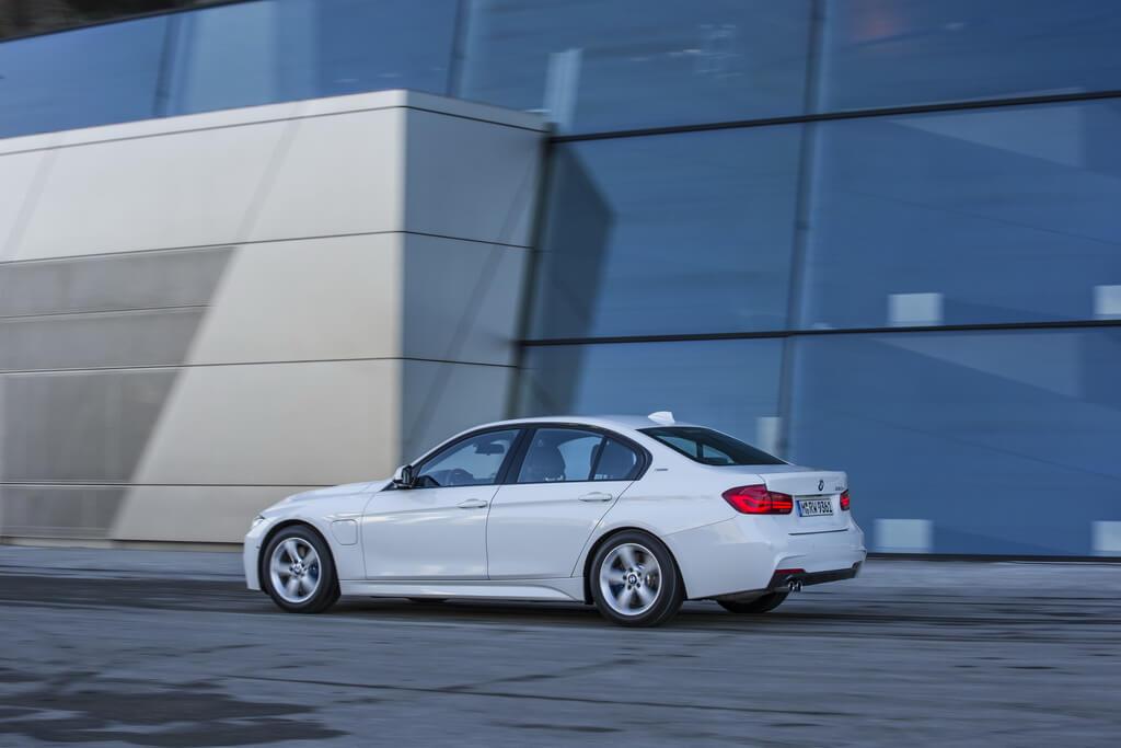 Фотография экоавто BMW 330e iPerformance - фото 5