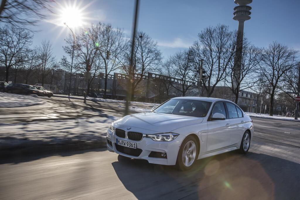 Фотография экоавто BMW 330e iPerformance - фото 7