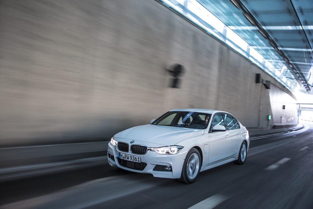 Фотография экоавто BMW 330e iPerformance - фото 9