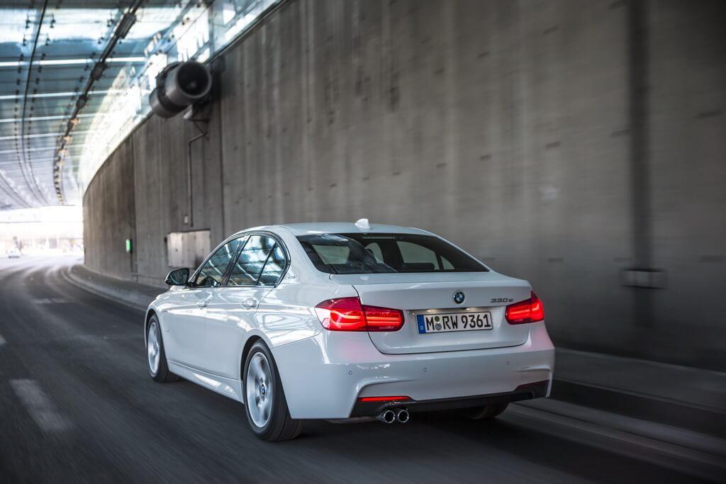 Фотография экоавто BMW 330e iPerformance - фото 11
