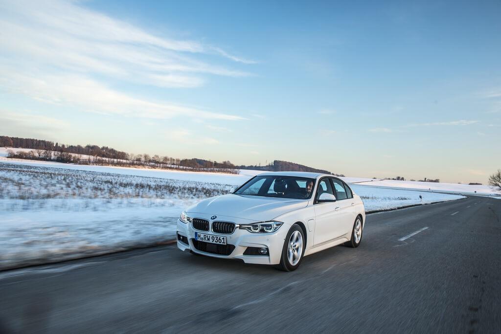 Фотография экоавто BMW 330e iPerformance - фото 23