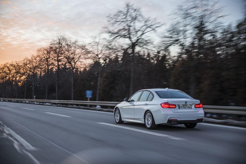 Фотография экоавто BMW 330e iPerformance - фото 24