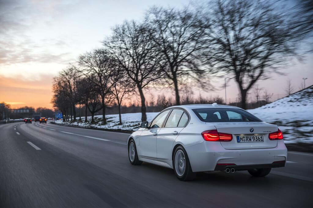 Фотография экоавто BMW 330e iPerformance - фото 25