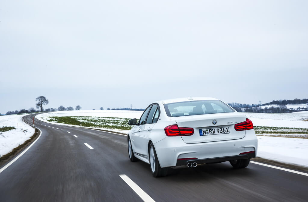 Фотография экоавто BMW 330e iPerformance - фото 29