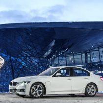 Фотография экоавто BMW 330e iPerformance - фото 32