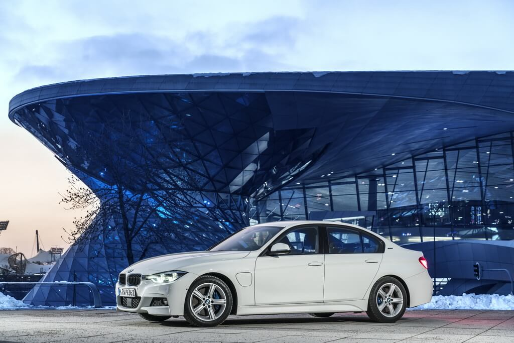 Плагин-гибрид BMW 330e iPerformance