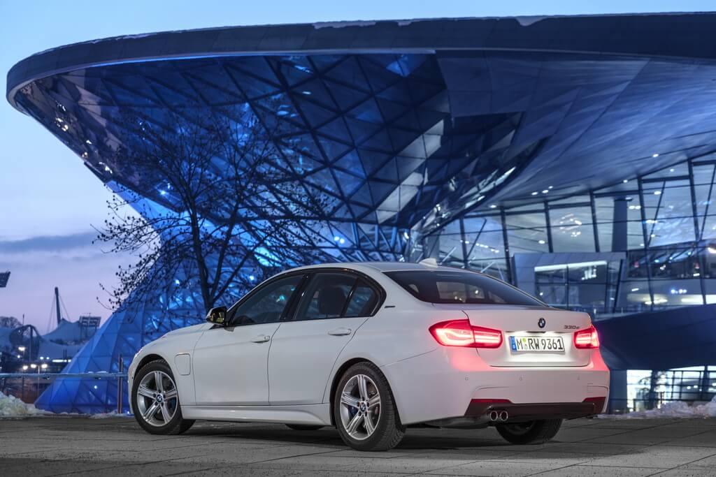 Фотография экоавто BMW 330e iPerformance - фото 33