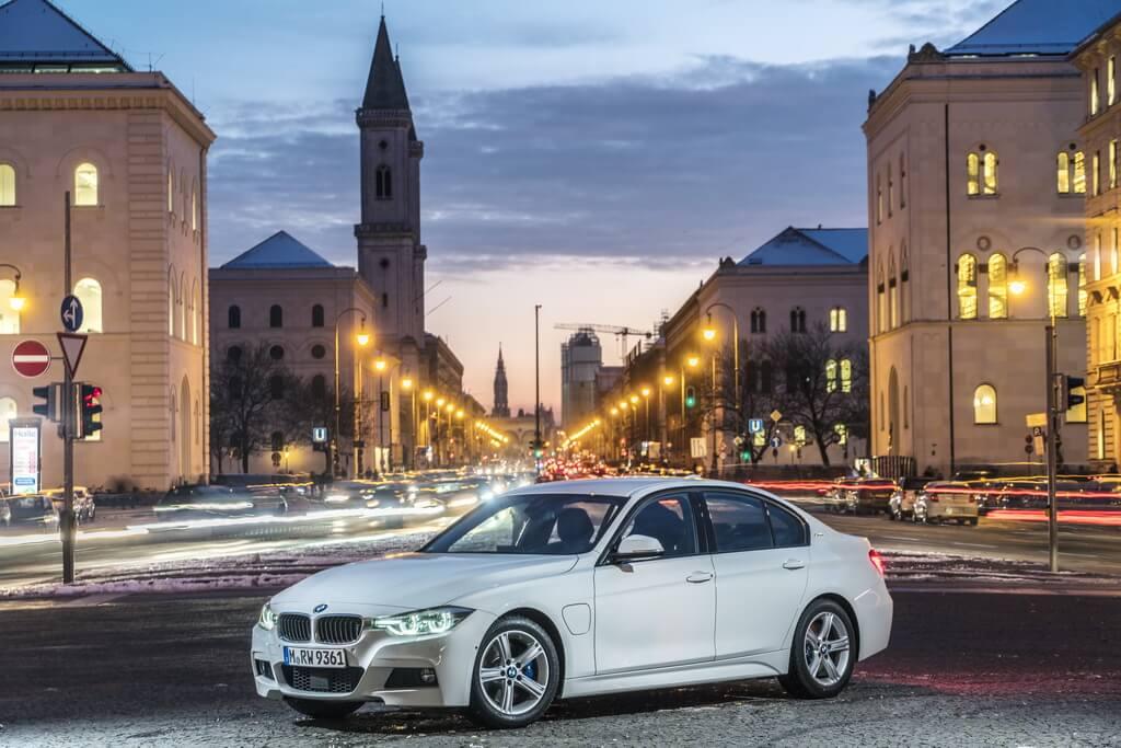 Фотография экоавто BMW 330e iPerformance - фото 34