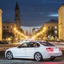 Фотография экоавто BMW 330e iPerformance - фото 35