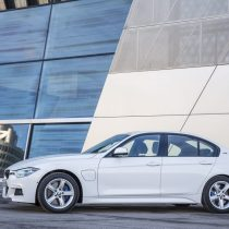 Фотография экоавто BMW 330e iPerformance - фото 36