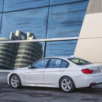 Фотография экоавто BMW 330e iPerformance - фото 37