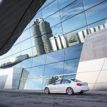 Фотография экоавто BMW 330e iPerformance - фото 38