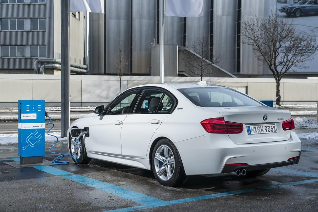 Фотография экоавто BMW 330e iPerformance - фото 39