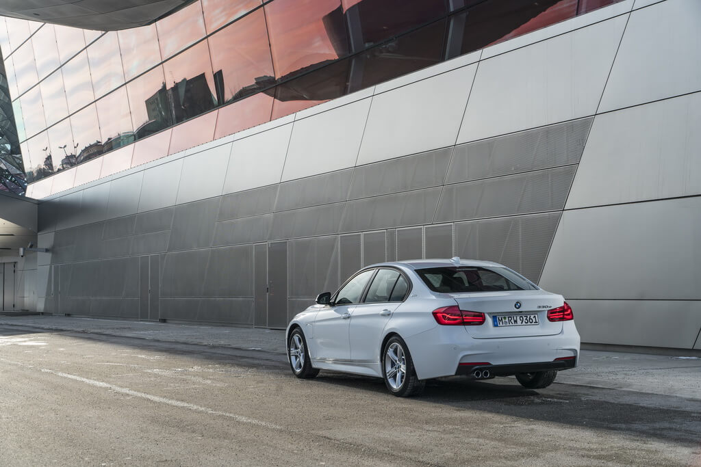 Фотография экоавто BMW 330e iPerformance - фото 41