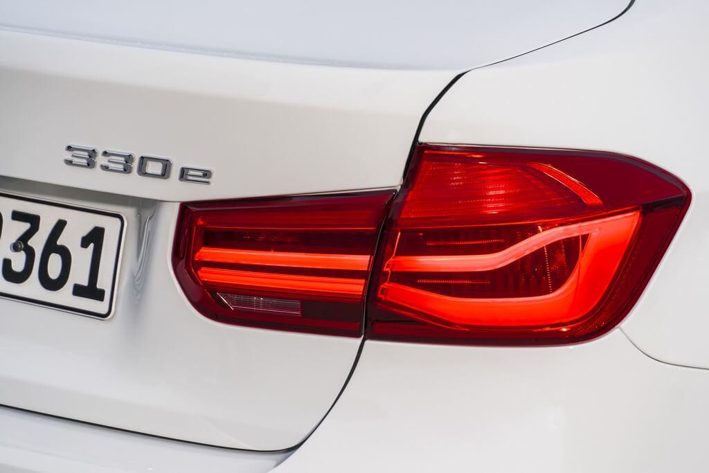Фотография экоавто BMW 330e iPerformance - фото 46