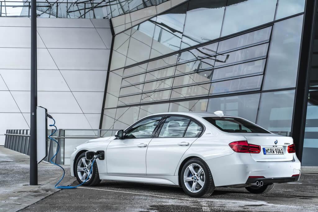 Фотография экоавто BMW 330e iPerformance - фото 48