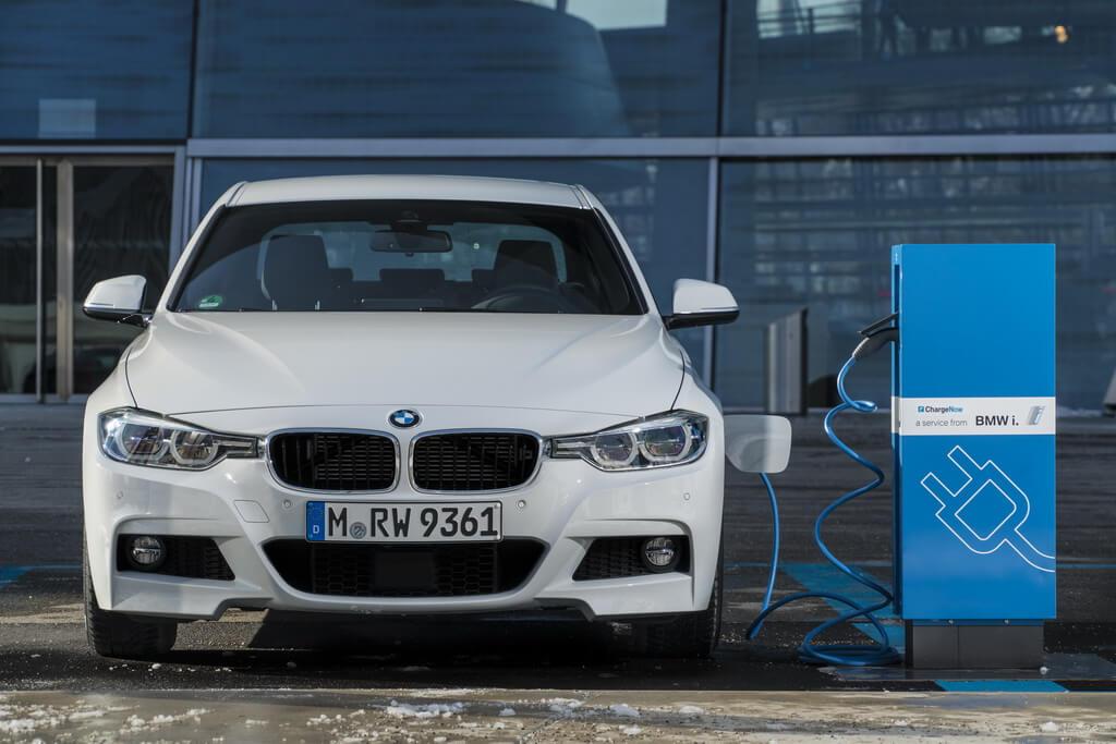 Фотография экоавто BMW 330e iPerformance - фото 51