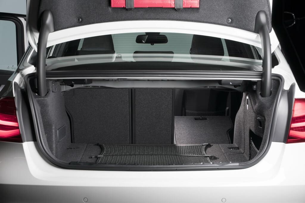 Фотография экоавто BMW 330e iPerformance - фото 60