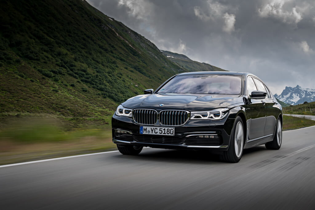 Фотография экоавто BMW 740e xDrive iPerformance - фото 16