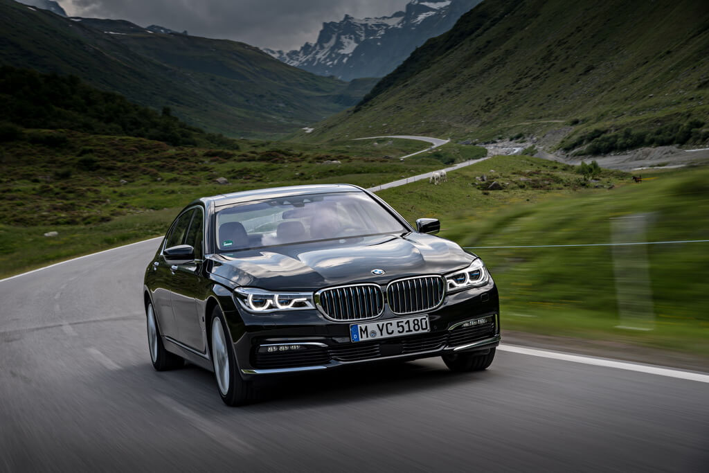 Фотография экоавто BMW 740e xDrive iPerformance - фото 17