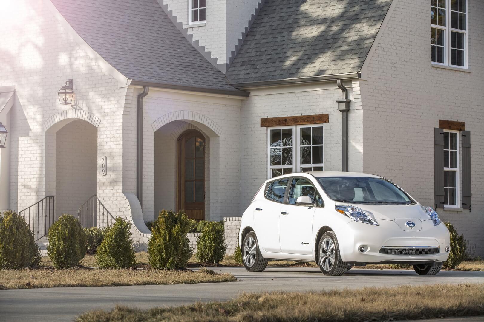 Фотография экоавто Nissan Leaf 2016 (24-30 кВт•ч) - фото 3