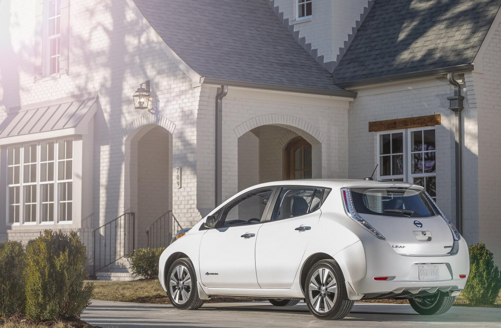 Фотография экоавто Nissan Leaf 2016 (24-30 кВт•ч) - фото 8