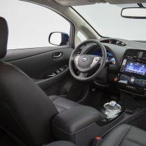 Фотография экоавто Nissan Leaf 2016 (24-30 кВт•ч) - фото 31