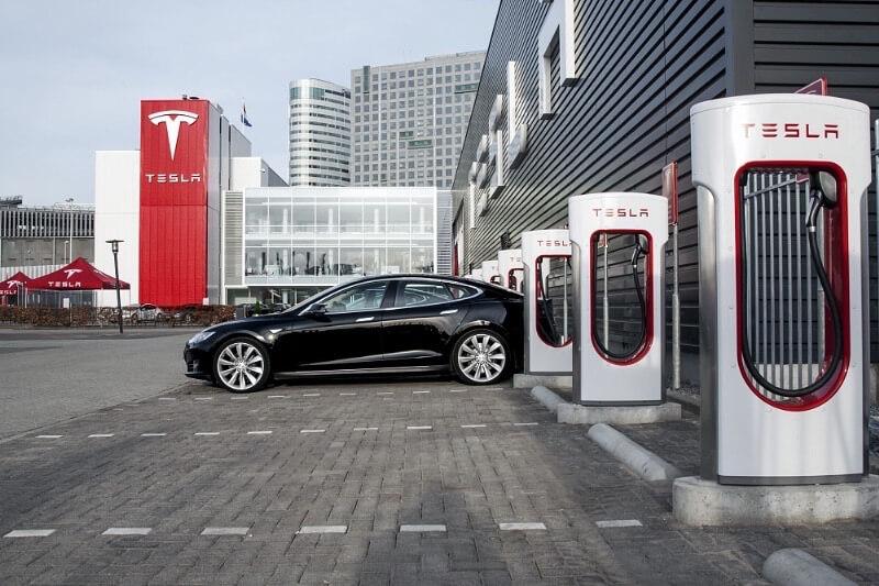 Зарядная станция Tesla Superchargers