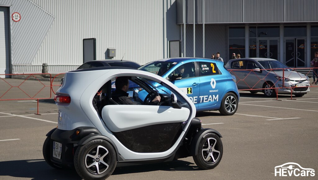 Renault Twizy на тест-драйве в рамках выставки Plug-In Ukraine 2017