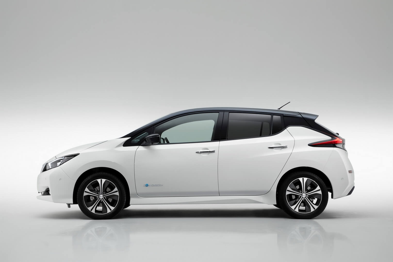 Фотография экоавто Nissan Leaf 2018 - фото 3
