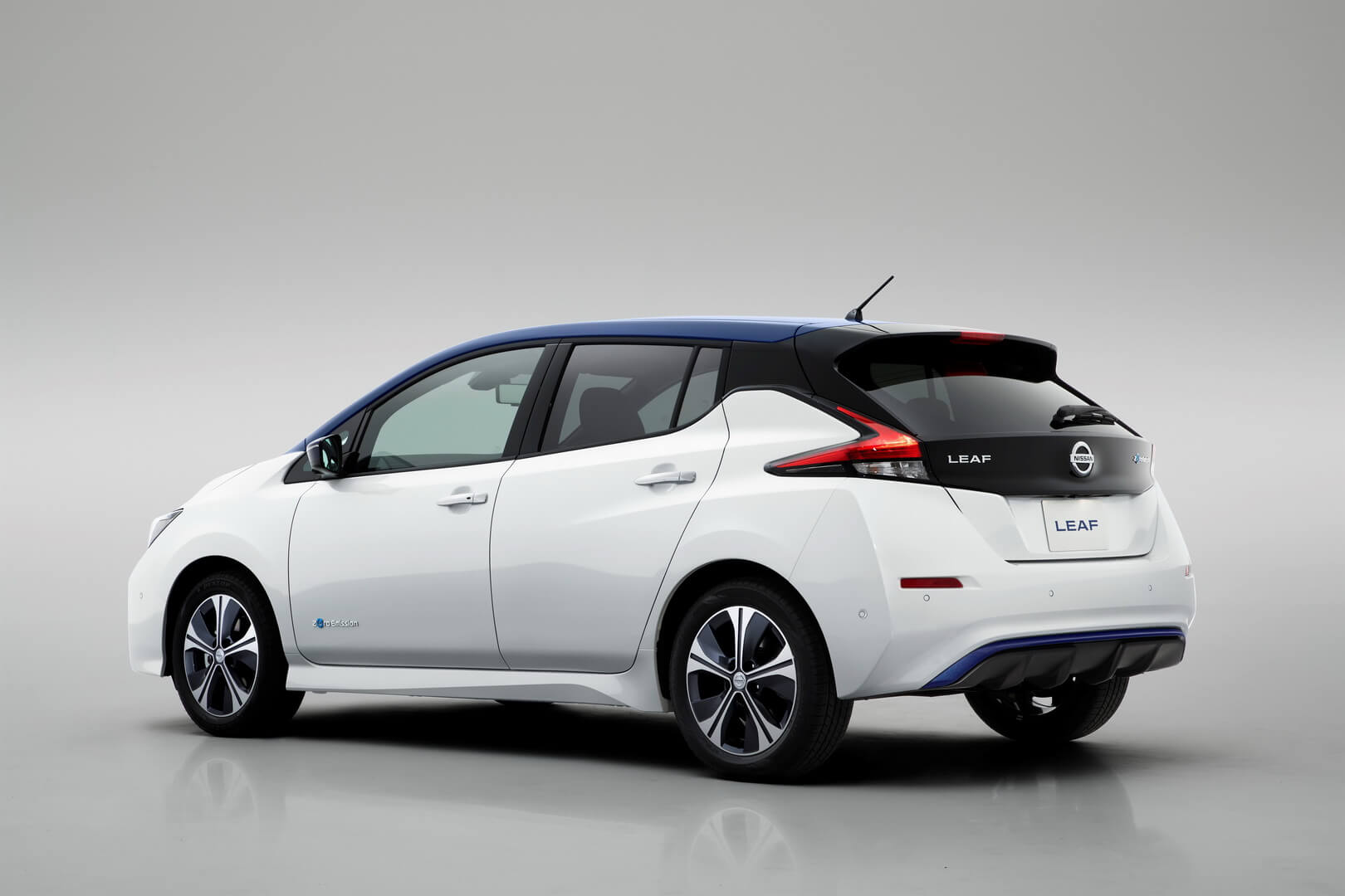 Фотография экоавто Nissan Leaf 2018 - фото 12