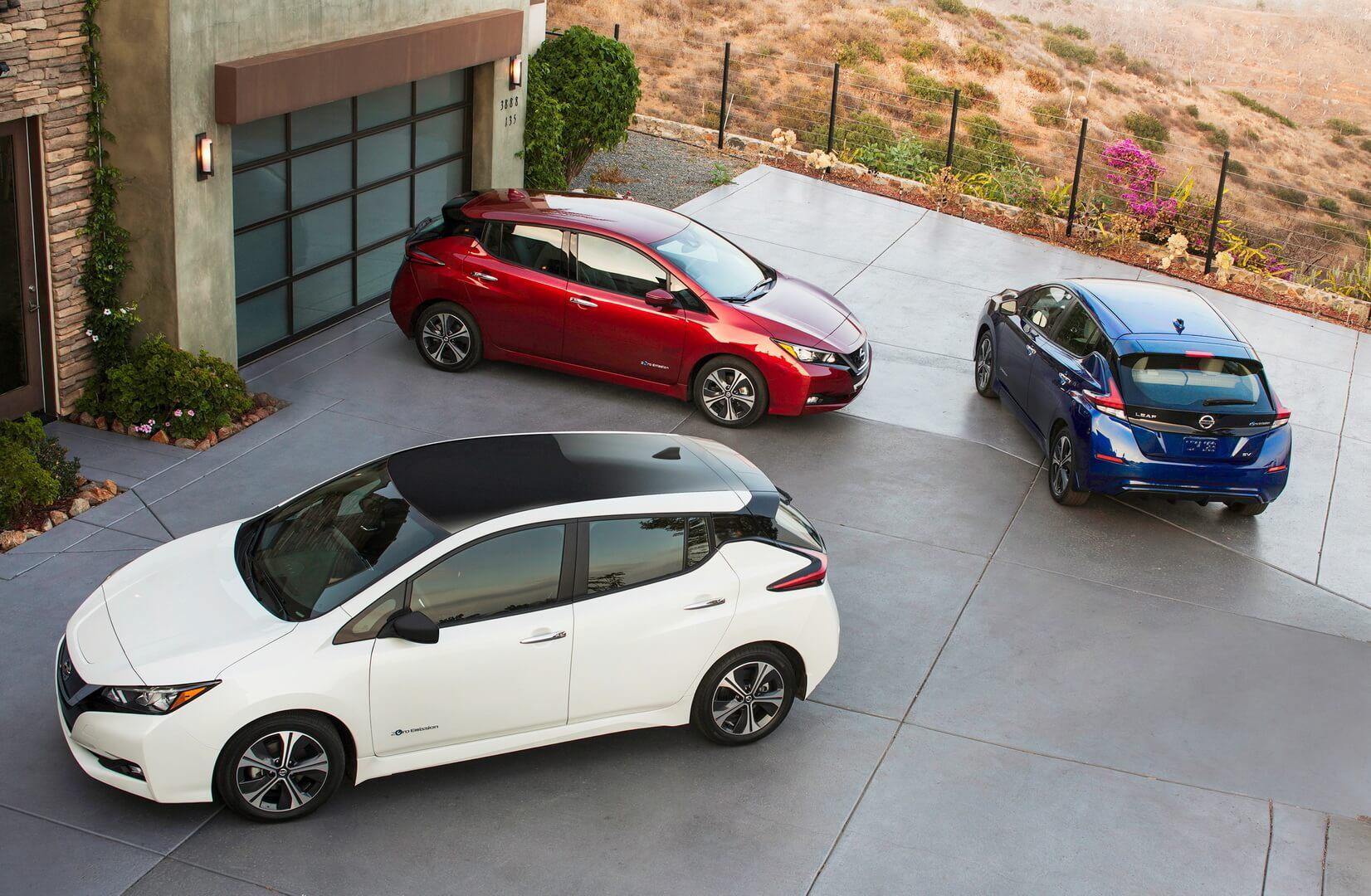 Nissan Leaf 2018 в нескольких цветах