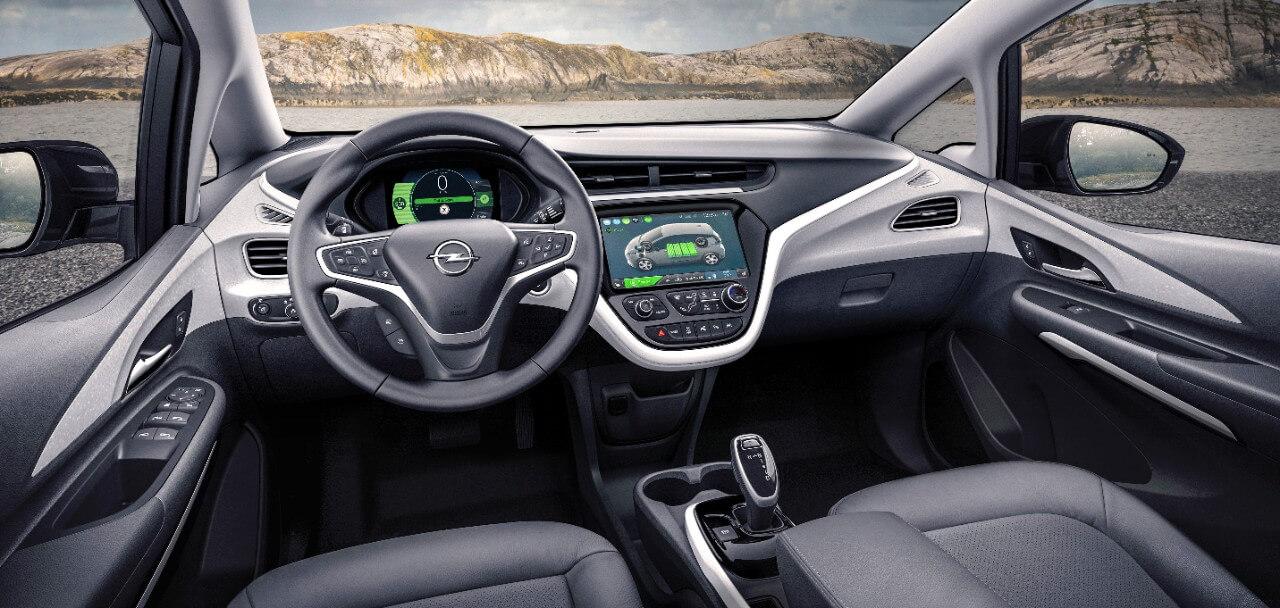 Передняя панель и органы управления автомобиля Opel Ampera-e © media.opel.com