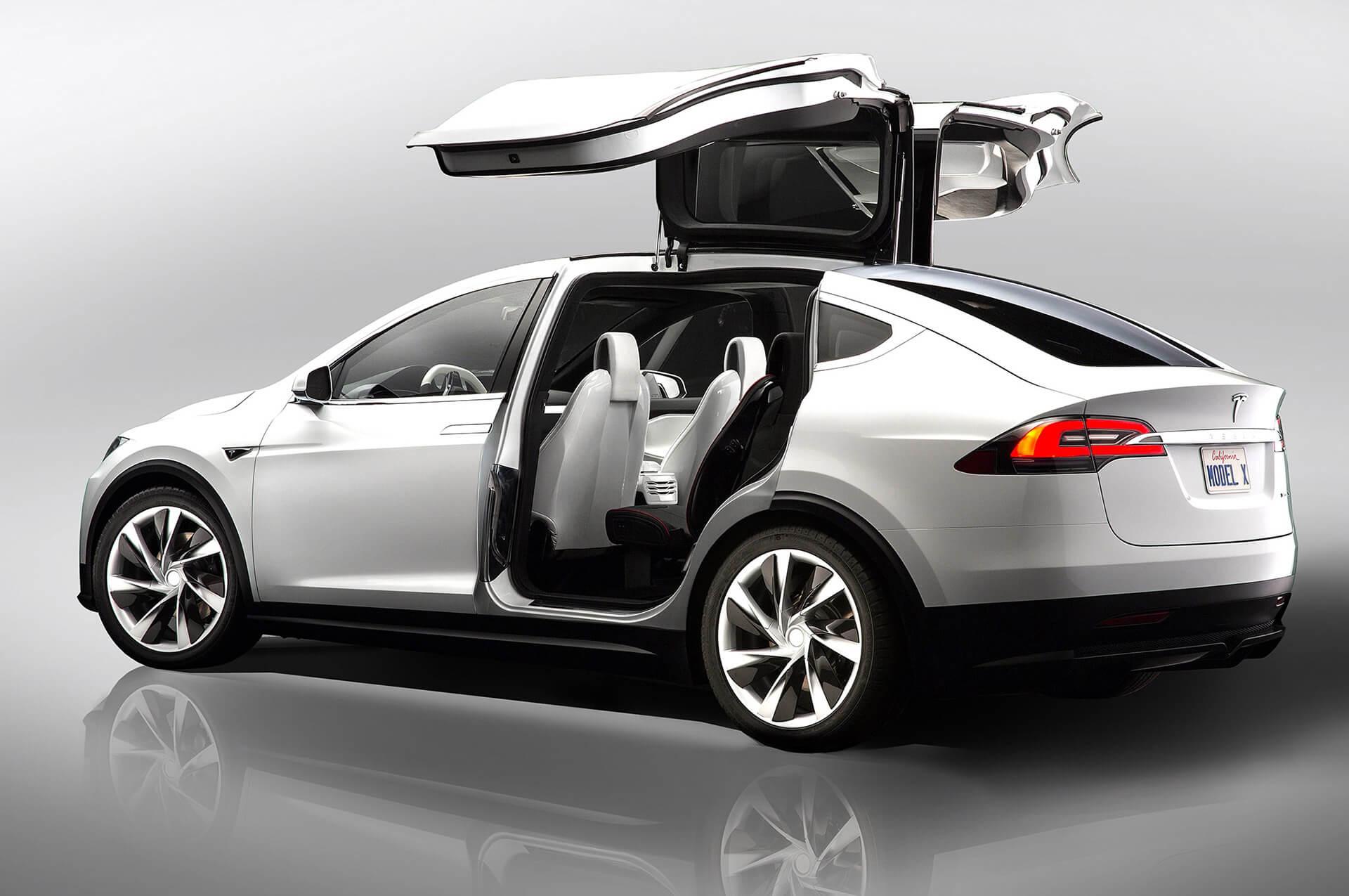 Электромобиль Tesla ModelX — № 6 по продажам за август в мире