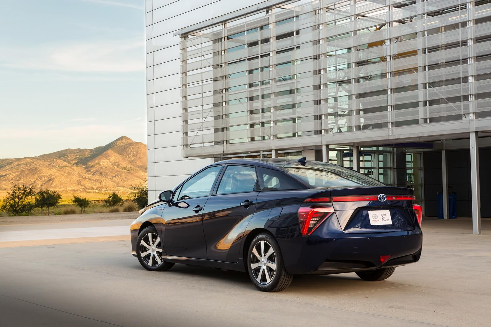 Фотография экоавто Toyota Mirai FCV - фото 3