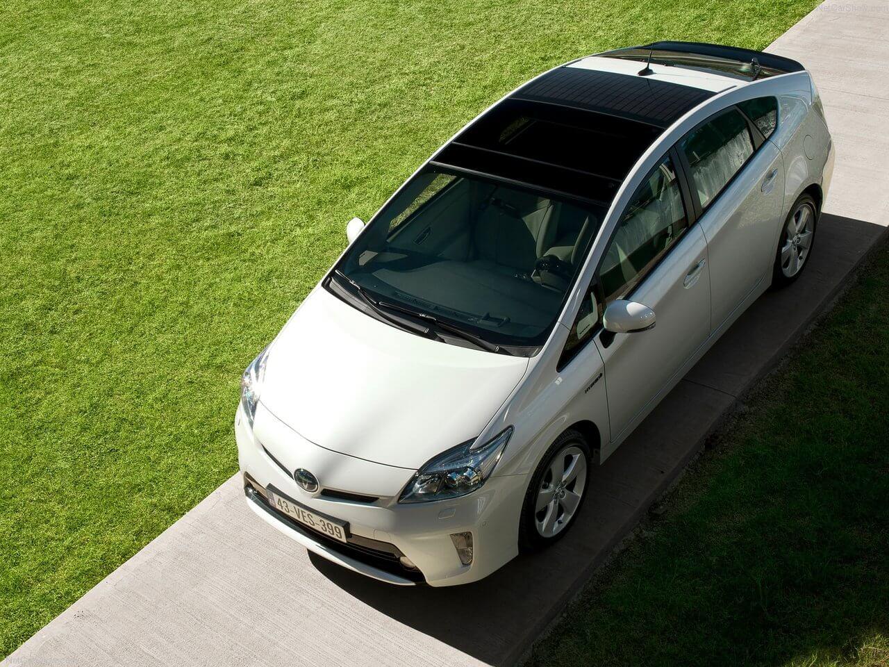 Солнечные батареи на крыше Toyota Prius Hybrid 2012