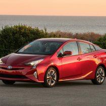 Фотография экоавто Toyota Prius Hybrid 2016 - фото 2