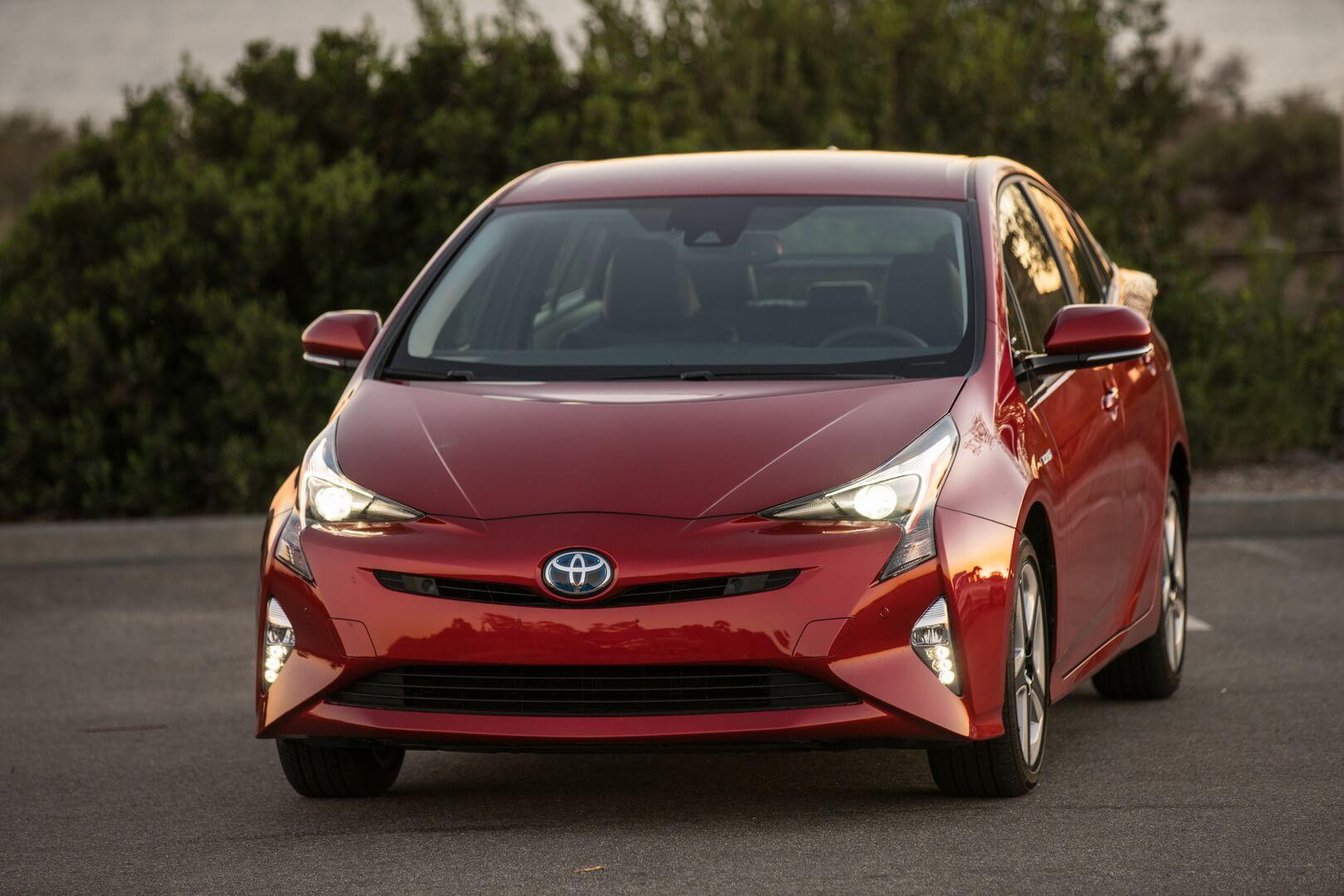 Фотография экоавто Toyota Prius Hybrid 2016