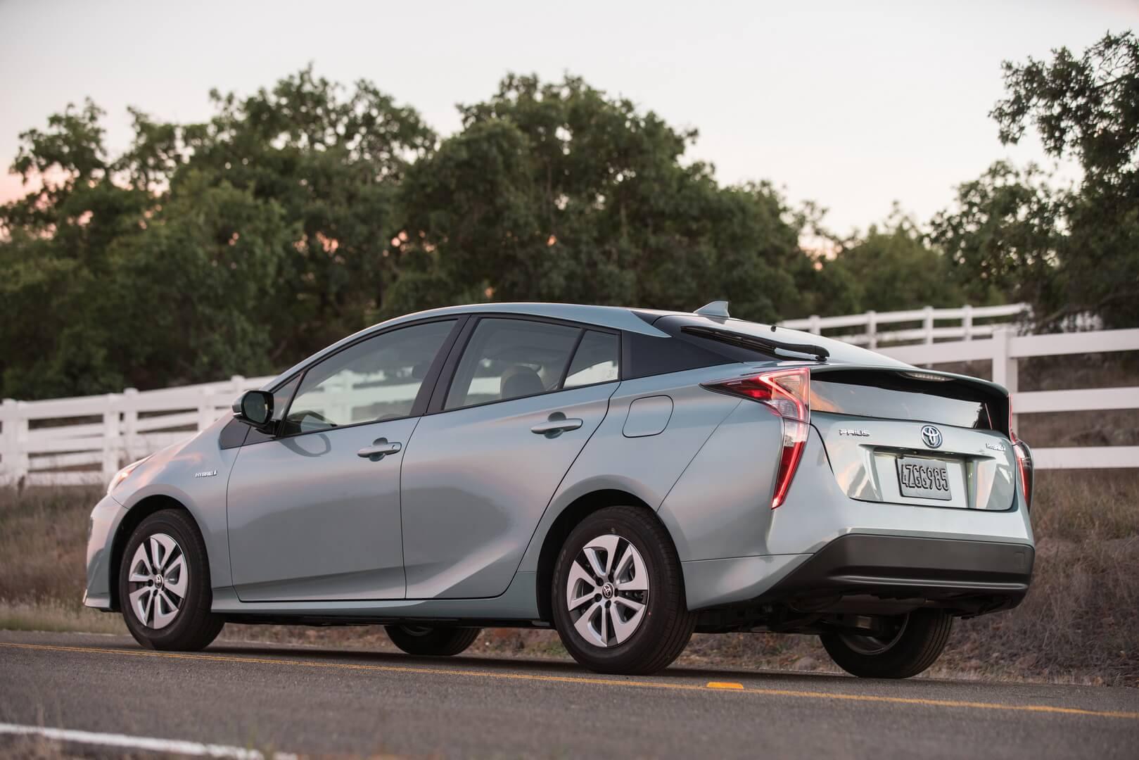 Фотография экоавто Toyota Prius Hybrid 2016 - фото 15