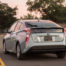 Фотография экоавто Toyota Prius Hybrid 2016 - фото 16