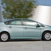 Фотография экоавто Toyota Prius Prime 2012 - фото 3