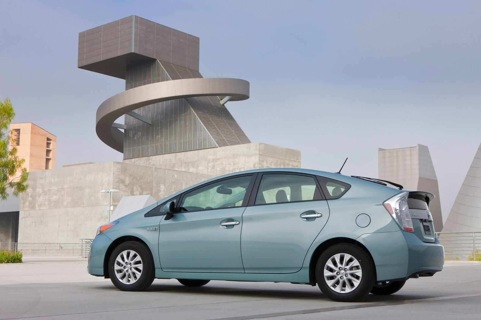 Фотография экоавто Toyota Prius Prime 2012 - фото 6