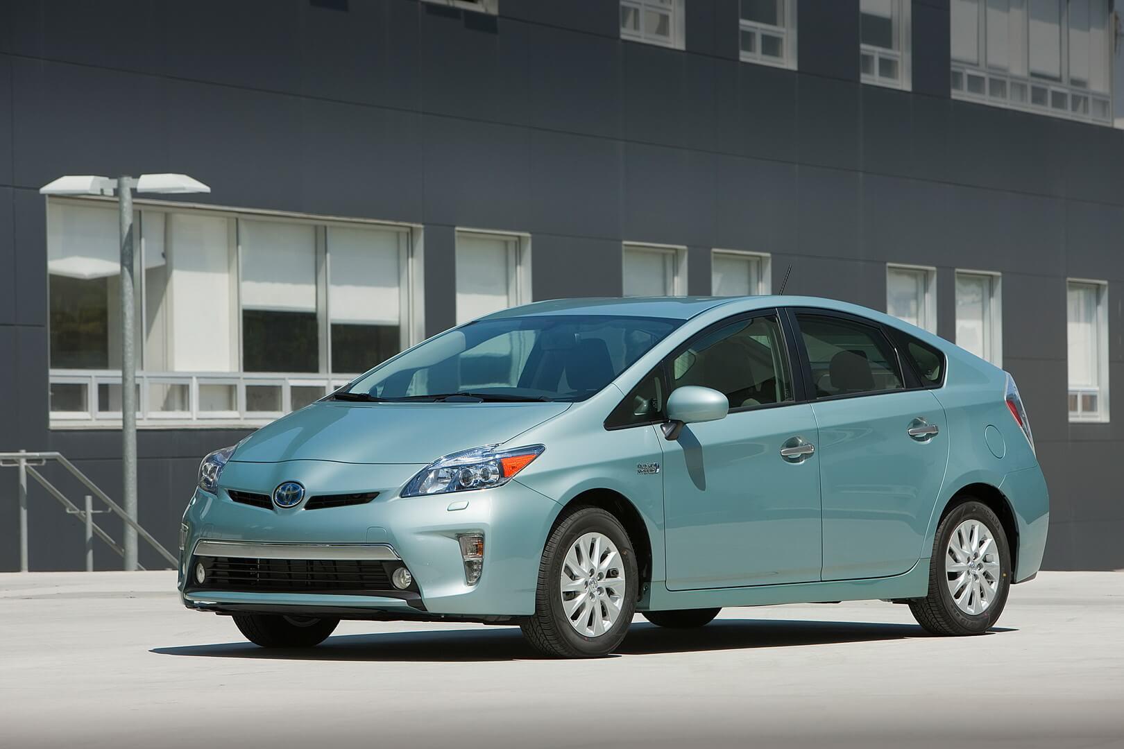 Фотография экоавто Toyota Prius Prime 2012 - фото 8