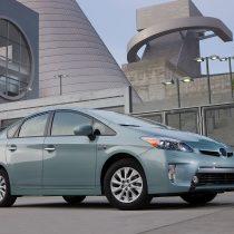 Фотография экоавто Toyota Prius Prime 2012 - фото 10