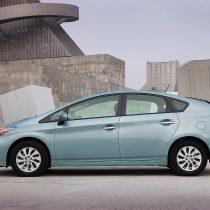 Фотография экоавто Toyota Prius Prime 2012 - фото 11