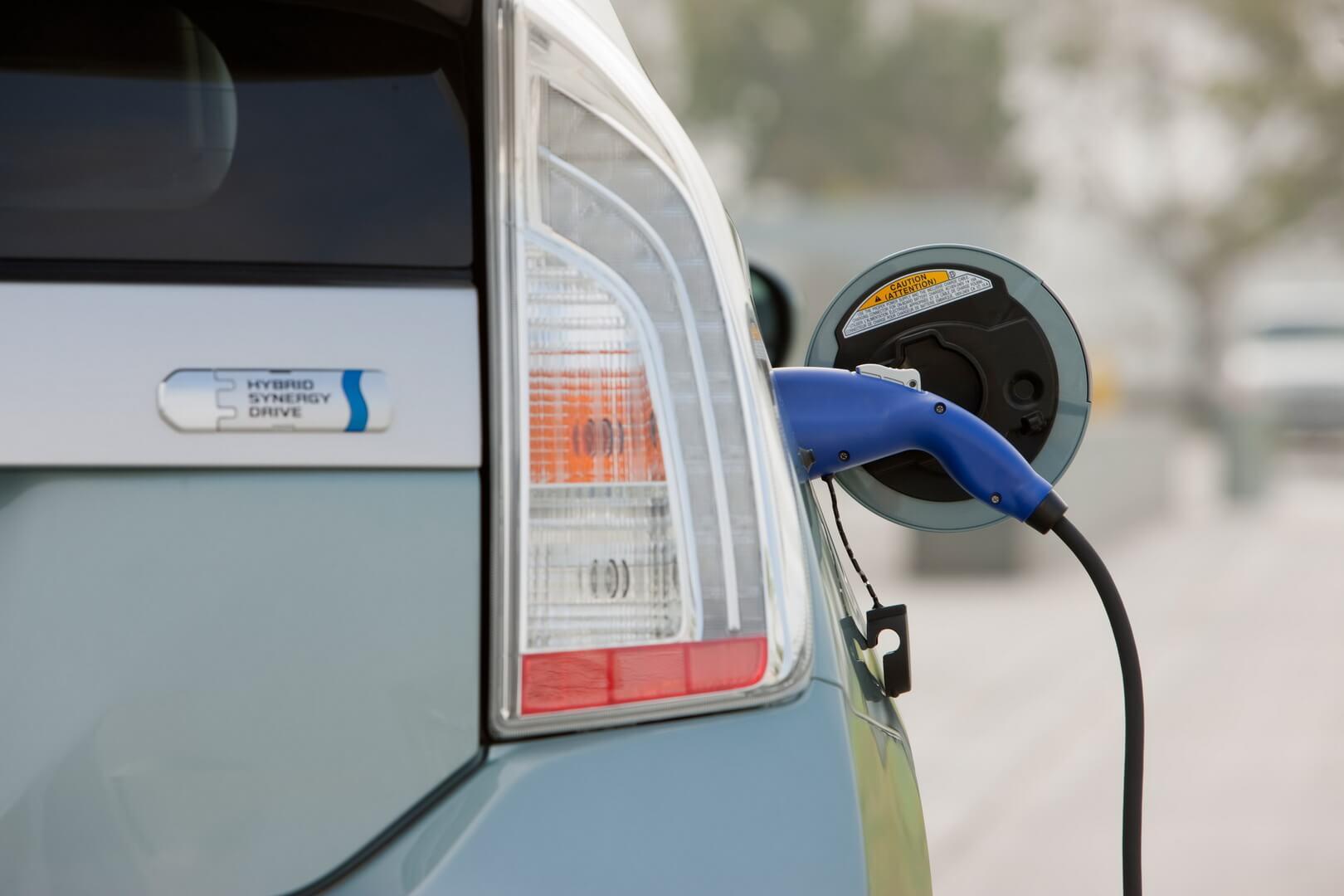 Фотография экоавто Toyota Prius Prime 2012 - фото 12