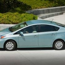 Фотография экоавто Toyota Prius Prime 2012 - фото 17